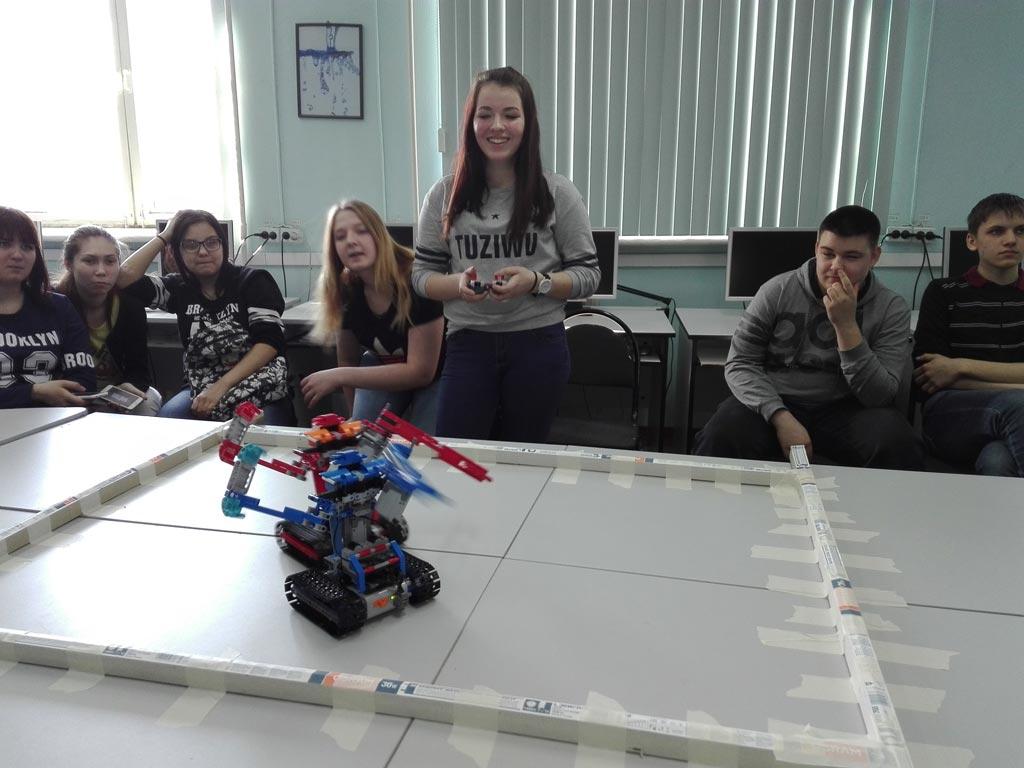 битва роботов у информатиков